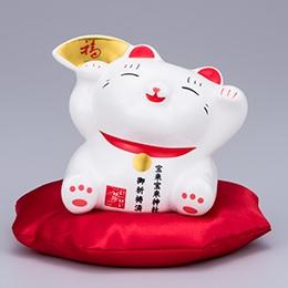 招き猫のゆる~い笑顔がおしゃれでかわいい。金運神社でご祈祷済み。