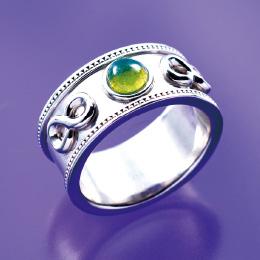 コスモグリーン指輪のモルダバイトは最強パワーストーン!?